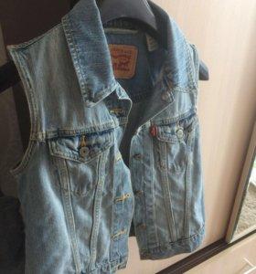 Куртка Levi's джинсовая женская новая (S, 155cm)