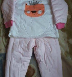 Новый теплый детский костюм на девочку..