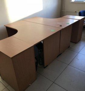 Продам комплект столов, тумбы, стеллаж.