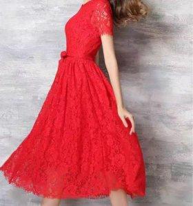 Платье на праздник, красное, из гипюра. 44р