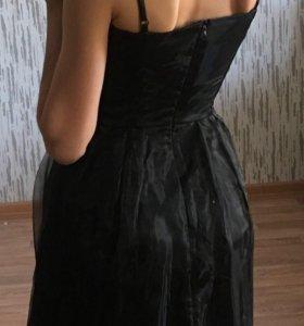 Платье чёрное на бретельках