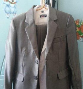 Костюм для мальчика + 2 рубашки 122-128