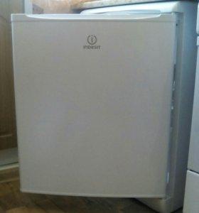Холодильник Индезит мальнький