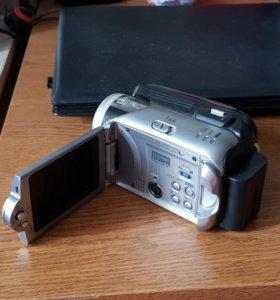 Продаю видеокамеру JVC