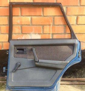 Задняя правая дверь ваз 21099 в сборе .