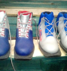 Комплект лыж с креплениями, с ботинками
