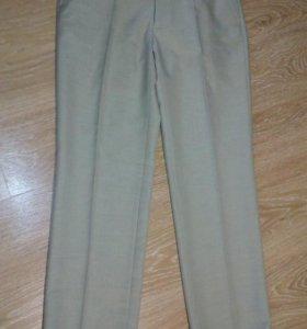 Светлые брюки, р-р М-L