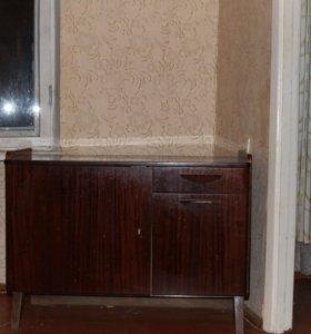 двери крашеные деревянные . рамы оконные