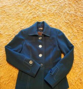 Пальто короткое 42р
