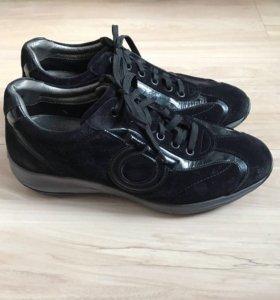 Продам кроссовки Salvatore Ferragamo оригинал 38,5