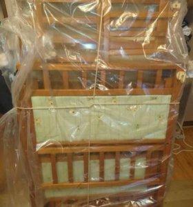 Детская кроватка из натурального дерева