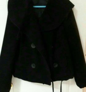 Пальто укороченое с капюшоном