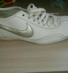 Кроссовки Nike фирменные