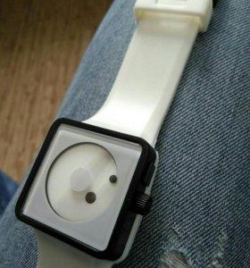 Часы, новые.