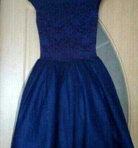 Продам платье новое   лет 15 16 17