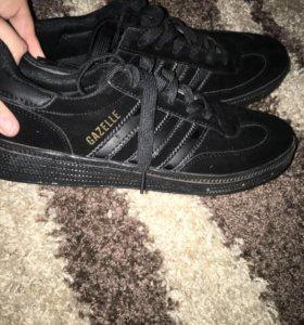 Кроссовки, новые, чёрные, брендовые. 41 размер