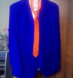 Продаю 2 костюма