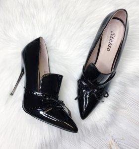 • Туфли лаковые нат. кожа новые •