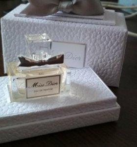 Miss Dior eau de Parfums 5 ml.