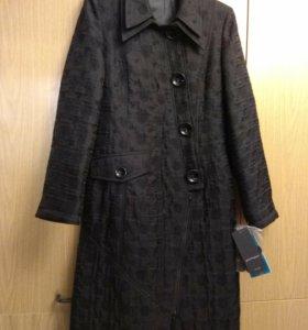 Пальто новое красивое Pompa р.42-44