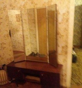 Туалетный стол
