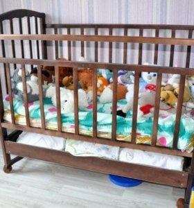 кроватку детскую с матрацем в отличном состоянии