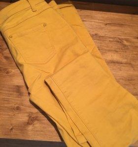 Чркие желтые джинсы
