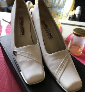 Туфли белые 37р