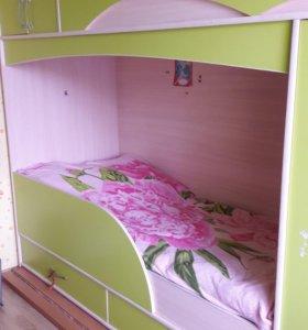 Продам двухъярусную кровать с матрацами в комплект