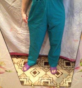Штаны от медицинского костюма.