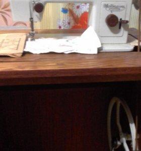 швейная машинка ножная кабинетная