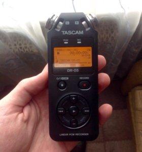 Портативный рекордер (диктофон) TASCAM DR-05