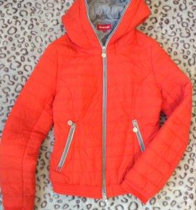 Оранжевая короткая курточка