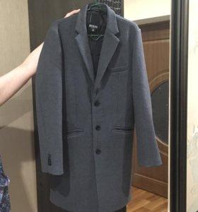 Продам новое пальто мужское , не раз не одевал !