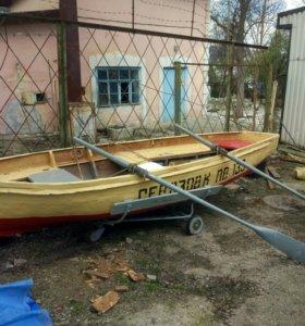 Лодка вёсельная