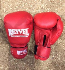 Боксёрские перчатки Reyvel