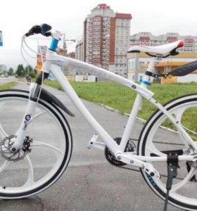 Велосипед BMW на литых дисах