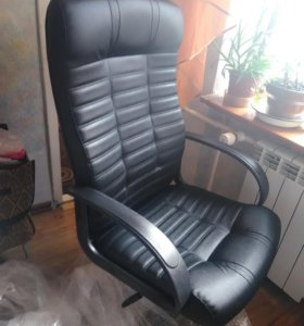 Офисное кожаное кресло новое