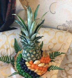 Букет из сухофруктов с ананасом для девушки