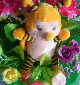 Букет из игрушек пчелка