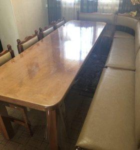 Стол обеденный, мягкий уголок, четыре стула