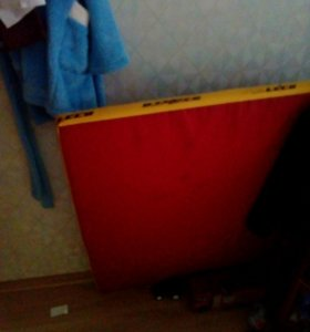 Гимнастический мат под шведскую стену.