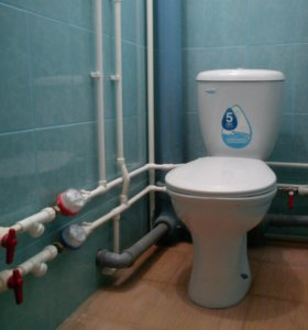 Замена старых железных труб водопровода на новые