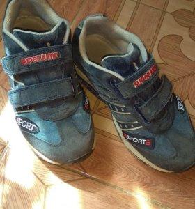 Фирменные кроссовки (23см)