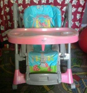 Стол - стул для кормления малыша.