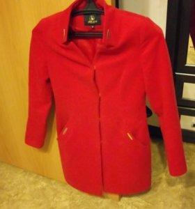 Пальто. Размер S