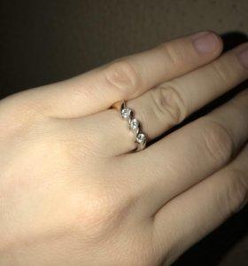 Золотое кольцо 585 пробы 18 размер как новое
