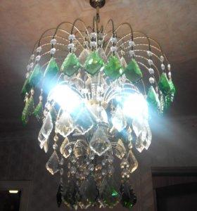 Люстра на 3 лампы.