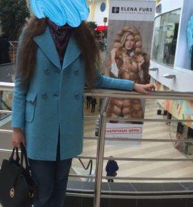 Пальто (очень красивое)