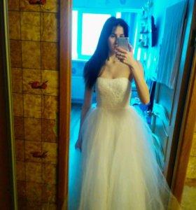 Свадебное платье. Новое!